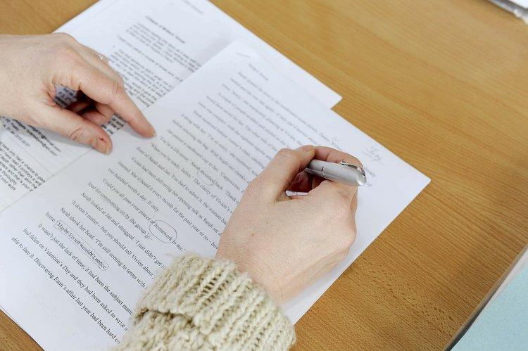 Focus métier d'éditeur de livres : études, compétences, salaire...